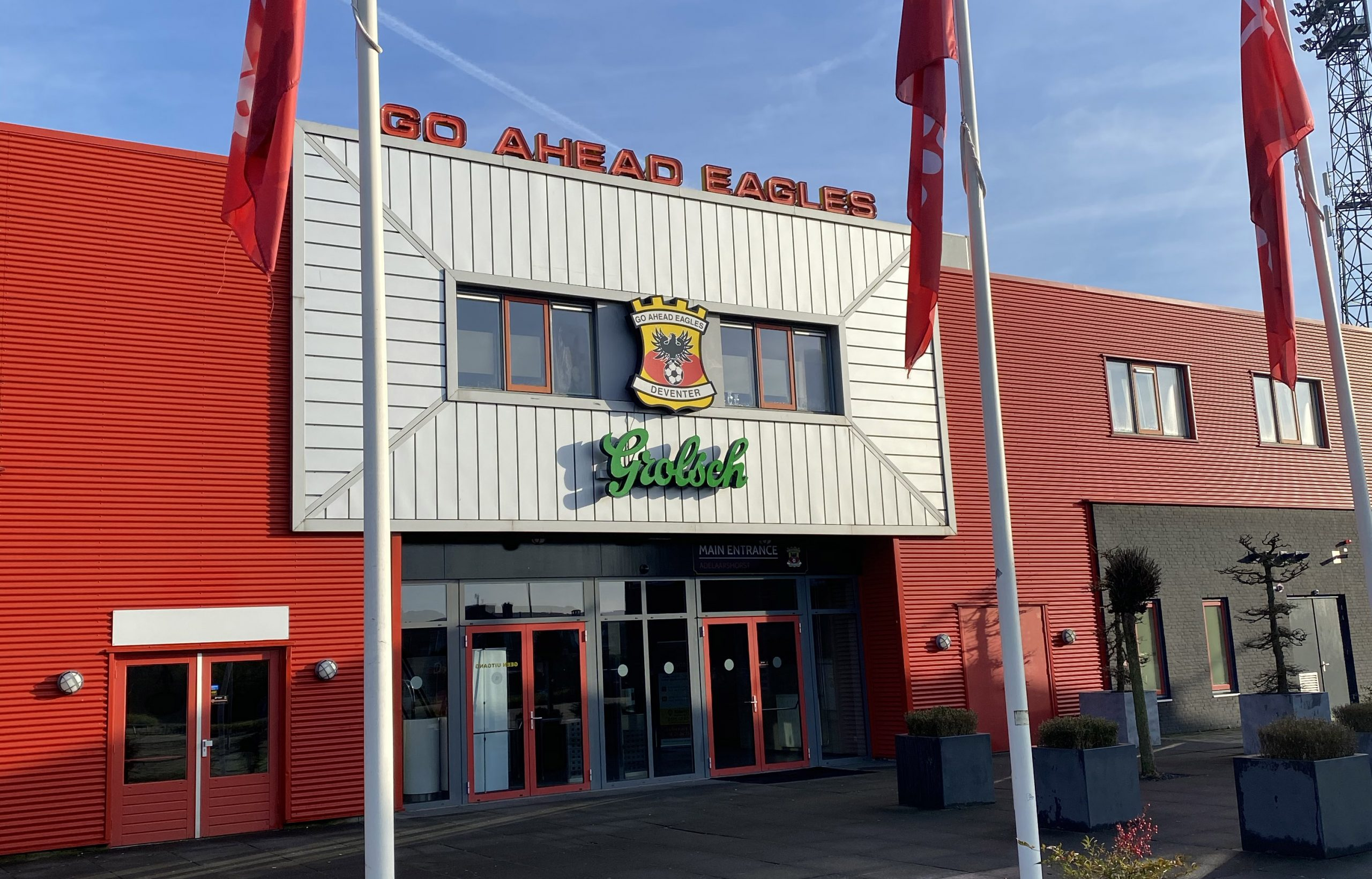 2 spelers zaakwaarnemer Mellow Yellow Sports op test Go Ahead Eagles